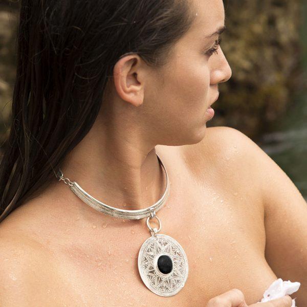 Collier Perle de Jade argent massif et pierre de lave noire