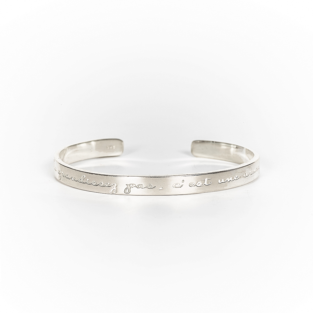 "Bangle in silver with engraving ""Ne grandissez pas c'est une arnaque"""