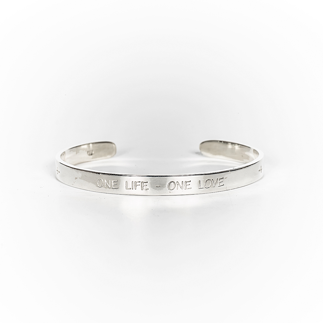 "Bangle in silver with engraving: ""One life - One love"""