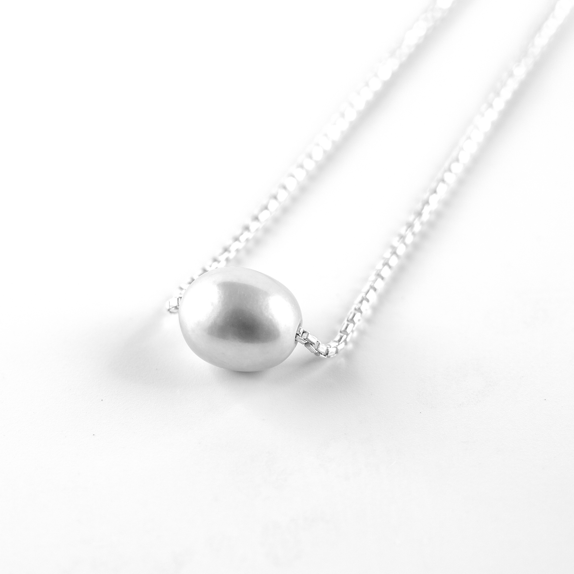 """Silver """"Perla"""" necklace with pearly bead"""