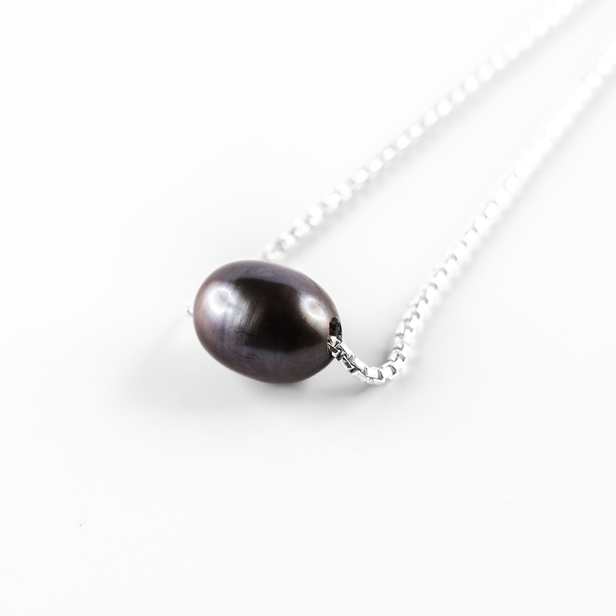 "Silver ""Perla"" necklace with black pearl"
