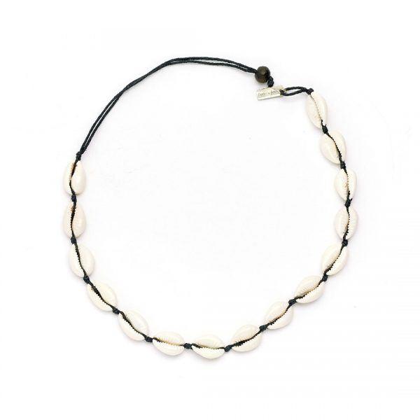 collier ras de cou coquillages fil noir