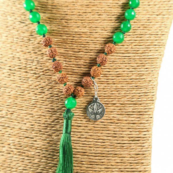 Perle de Jade mâla de méditation en graines rudraksha, médaillon en argent massif et pompon vert