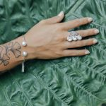 """Bague """"Eivissa"""" en argent massif (925) et pierre de lave blanche Perle de Jade"""