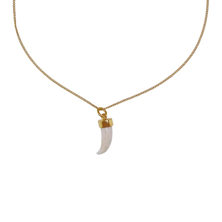 collier pendentif dent de requin perle de jade
