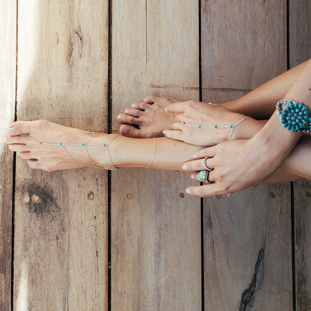 Chaîne de main perles turquoise - Bijou femme - Maison Perle de Jade