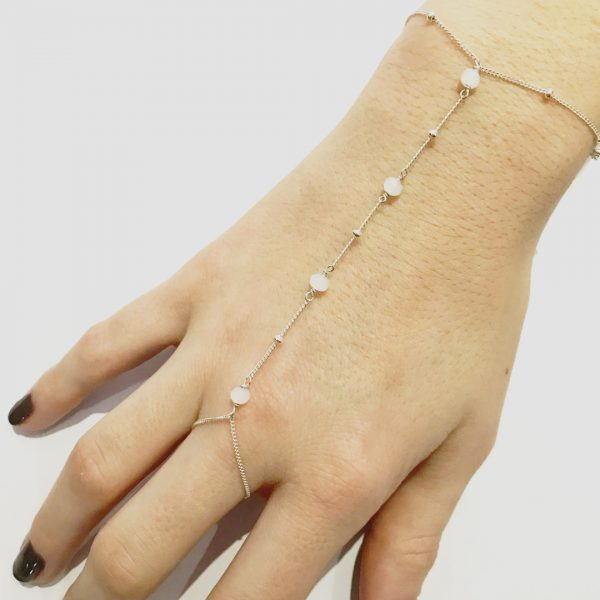 Chaine de main quartz blanc