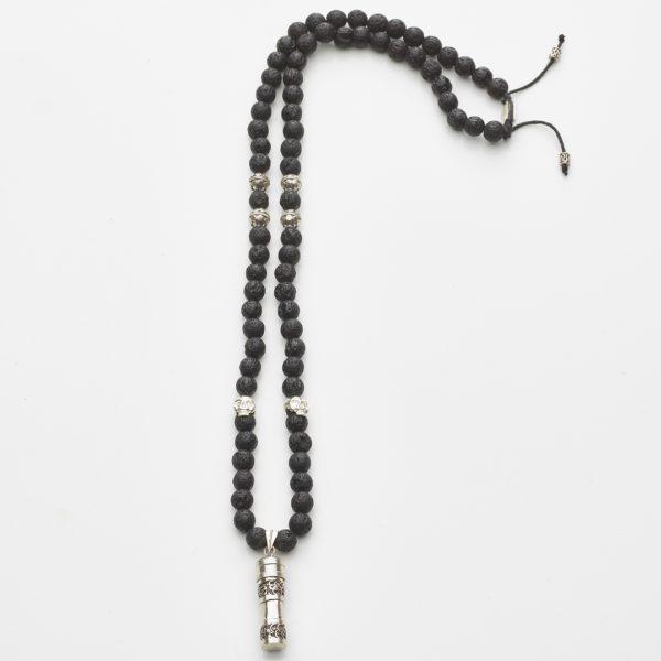 collier bouddhiste pierres de lave noir et Secret Box argent