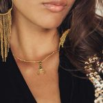 collier pendentif lune en or incruste de quartz noir