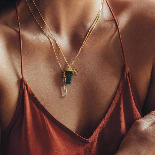 perle de jade bijoux - collier charms vermeil 18 ct et quartz vert