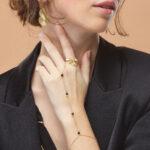 chaine-de-main-quartz-noir-plaque-or-perle-de-jade